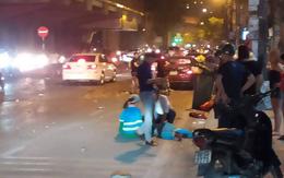 Nóng: Ô tô đâm liên hoàn trên đường phố Hà Nội, ít nhất 1 công nhân môi trường tử vong