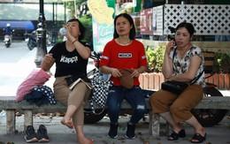 Tỷ lệ chọi vào lớp 10 chuyên ở Hà Nội là 1/15, cha mẹ đội nắng 40 độ thấp thỏm lo âu chờ con thi