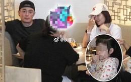 Lần đầu tiên hình ảnh 3 người nhà Lâm Tâm Như được tiết lộ, cô con gái nhỏ gây sốt vì cử chỉ đáng yêu