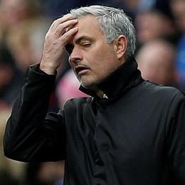 """Thua sốc đội bóng tân binh, Man Utd """"ngửi khói"""" Man City"""