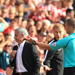 Jose Mourinho: Xấu xí một cách… khôn ngoan