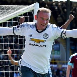 Rooney ghi bàn sau 3 tháng, Man Utd phả hơi nóng vào gáy Man City