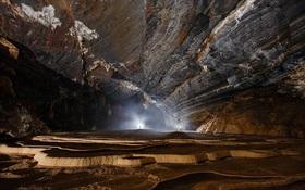 Ngỡ ngàng trước vẻ đẹp kỳ vĩ của hang động mới được khám phá tại Phong Nha
