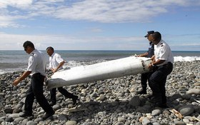 Phát hiện mảnh vỡ máy bay chất đầy xương người nghi là MH370