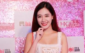 Hot girl Hà Min hạnh phúc khoe đã mang bầu tuần thứ 8