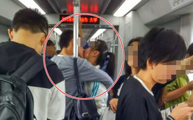 Hôn nhau liên tục 25 phút, xuyên suốt 11 bến tàu điện ngầm, cặp đôi trẻ khiến nhiều người phát ngượng