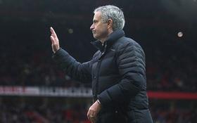 Mourinho xô đổ kỷ lục buồn gần 25 năm của Sir Alex