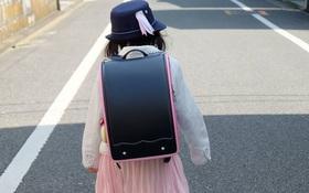 """Một phụ nữ Việt bóc mẽ cặp chống gù gắn mác """"Made in Japan"""", giá gần 2 triệu đồng chỉ là đồ rởm!"""