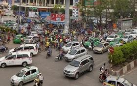 Taxi gây áp lực ùn tắc giao thông Thủ đô