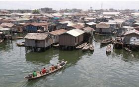 Chùm ảnh: Khu ổ chuột trên mặt nước lớn nhất thế giới