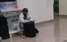 Hài hước cảnh siêu sao Samuel L. Jackson ôm va li ngồi bệt ở sân bay Việt Nam