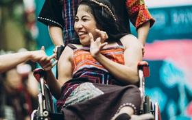 """Chùm ảnh xúc động về nét đẹp của những người phụ nữ khuyết tật trên """"sàn diễn thời trang"""" ở Sài Gòn"""
