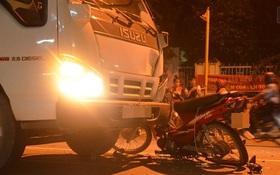 Điều khiển xe máy tông trực diện vào xe tải, đôi nam nữ ở Sài Gòn nguy kịch