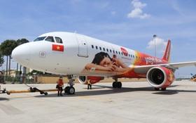 Ấn tượng chiếc máy bay mang hình ảnh Coca-Cola