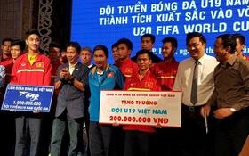 Về nước, tuyển U19 Việt Nam nhận mưa tiền thưởng