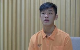 """Đội trưởng """"hot boy"""" U19 Việt Nam phản ứng thế nào khi được Hương Giang Idol tỏ tình?"""