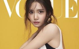 Yoona (SNSD) đẹp đến mê hồn, khoe chân dài miên man trên bìa tạp chí