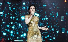 Hồ Quỳnh Hương lộng lẫy trên sân khấu sự kiện