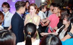 """Fan Hà Nội vây quanh """"đôi tình nhân"""" Minh Hằng - Quý Bình tại họp báo"""