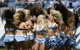 10 đội cheerleader nóng bỏng và quyến rũ nhất hành tinh