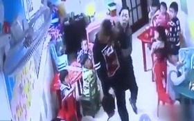 Giáo viên mầm non bị phụ huynh thẳng tay đánh đập vì dám bạo hành học sinh