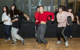 Những bức ảnh bên trong 1 lò đào tạo thần tượng tuổi teen ở Hàn Quốc