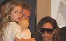 """Lâu rồi mới xuất hiện, bé Harper Beckham vẫn dễ thương """"khó cưỡng"""""""