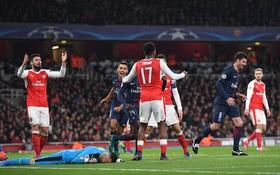 Sao trẻ đốt lưới nhà, Arsenal lỡ cơ hội lên ngôi đầu bảng