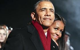 Photos of the day: Vợ chồng tổng thống Obama chờ đón Noel cuối cùng tại Nhà Trắng