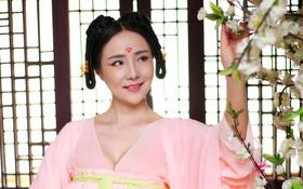 """Hóa thân thành Võ Tắc Thiên, Can Lộ Lộ vẫn bị netizen """"ném đá"""" dù không hở hang thiếu vải"""
