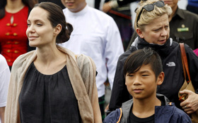 Rộ tin mẹ ruột của Pax Thiên muốn Angelina Jolie trả lại con