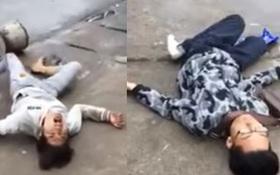 Hà Nội: 2 nam thanh niên bỗng dưng nằm ra giữa đường múa may