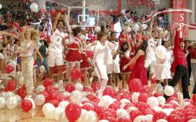"""13 bí mật có thể bạn chưa biết về """"High School Musical"""""""