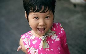 Nụ cười của cô bé không có tay mưu sinh giữa Sài Gòn