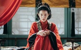 """""""Moon Lovers"""": IU hoá nữ tì vì từ chối làm """"mẹ kế"""" của các hoàng tử"""
