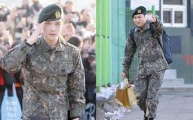 """Jaejoong được đám đông """"khủng"""" 500 fan đón chào, cùng Sungmin rạng rỡ ngày xuất ngũ"""