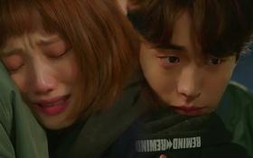 """""""Tiên Nữ Cử Tạ"""": Sau tất cả, Lee Sung Kyung bật khóc nức nở trên vai Nam Joo Hyuk"""