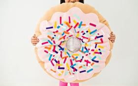 Không biết may vá cũng có thể làm được chiếc gối hình bánh Donut siêu đẹp và khéo này