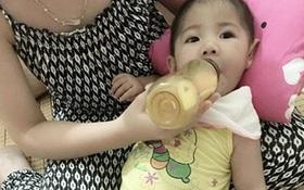 Hình ảnh mới của bé gái Lào Cai 14 tháng tuổi nặng 3,5kg sau hơn 3 tháng được mẹ nuôi chăm sóc