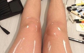 Đôi chân gây tranh cãi nhất thế giới: Được bôi dầu bóng, bọc nilon hay dính màu trắng?