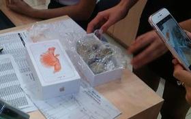 Nhân viên Thế giới di động nhét đá vào hộp để đánh tráo iPhone