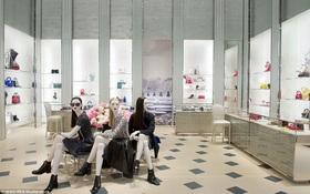 Vén màn bí ẩn: Có gì bên trong một Boutique cao cấp của Dior?