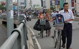 Cùng mẹ lượm ve chai khắp Sài Gòn, cậu học trò lớp 12 vẫn mang về nhiều thành tích đáng nể