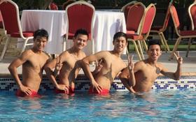 Trọng Đại và cầu thủ U19 Việt Nam khoe body cực chuẩn ở bể bơi