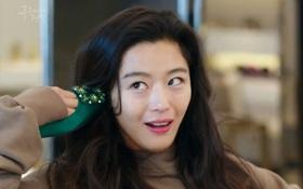 """Đồ hiệu ngập mặt, """"Huyền thoại biển xanh"""" lại là một show thời trang nữa của Jeon Ji Hyun"""