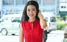 Hoa hậu Đỗ Mỹ Linh xinh đẹp rạng ngời tại sân bay về Hà Nội sáng nay!