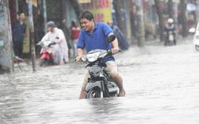 Nhiều tuyến đường ở Sài Gòn ngập nặng sau cơn mưa lớn