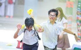 Teen trường Hoàng Hoa Thám cùng ném bột màu trong ngày lễ Bế giảng