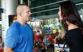 Hoa khôi Diệu Ngọc cùng hàng trăm người hâm mộ ra sân bay đón huyền thoại MMA đến Việt Nam