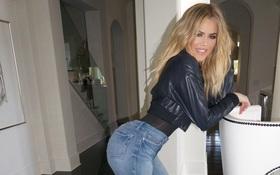 Cứ chê cười đi, thương hiệu của em gái Kim Kardashian bán được 22 tỷ đồng ngay ngày đầu đây này!